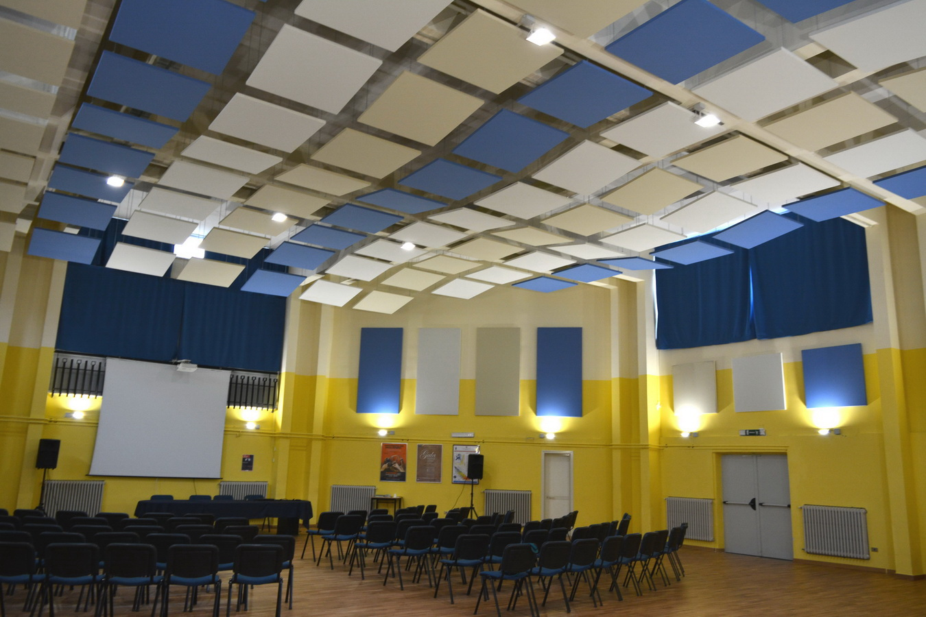 Multifunctional-spaces-suspended-sound-absorbers-for-reverb-control