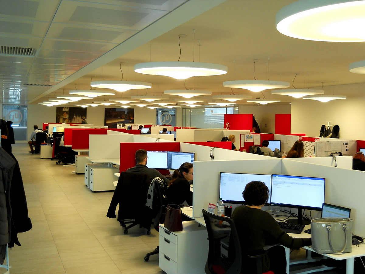 Open-working-space-acoustic-partitions-workstations