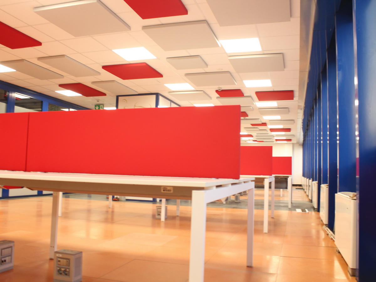 Sound-absorbing-desk-screen-colored-fabric