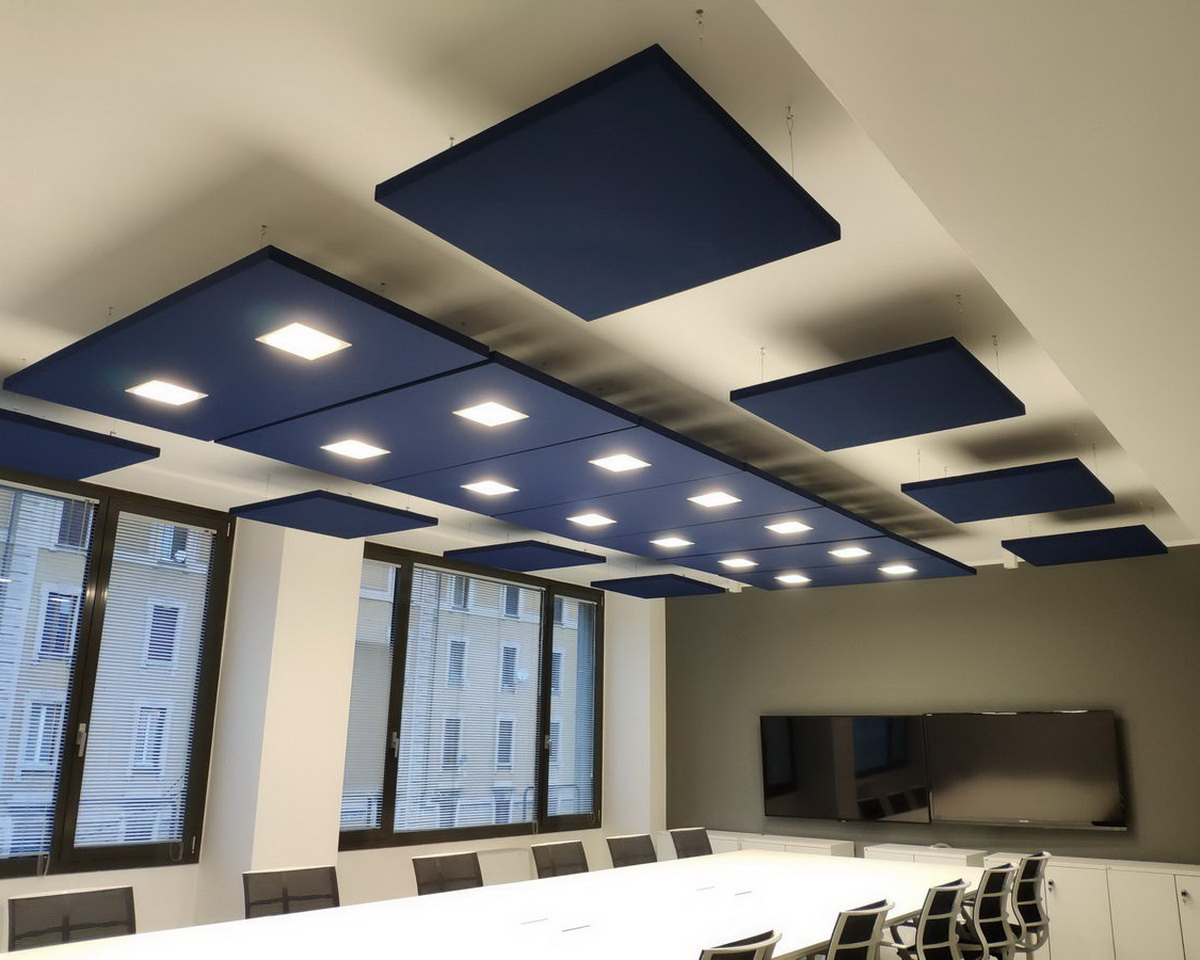 Decho-sound-absorbing-panels-with-lamps-meeting-room